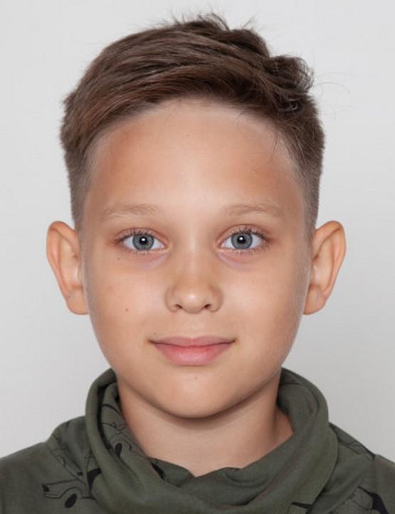 Короткая прическа с открытым лбом мальчику 10 лет 2020