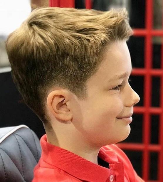 Короткая стрижка мальчику, модная с челкой 2020