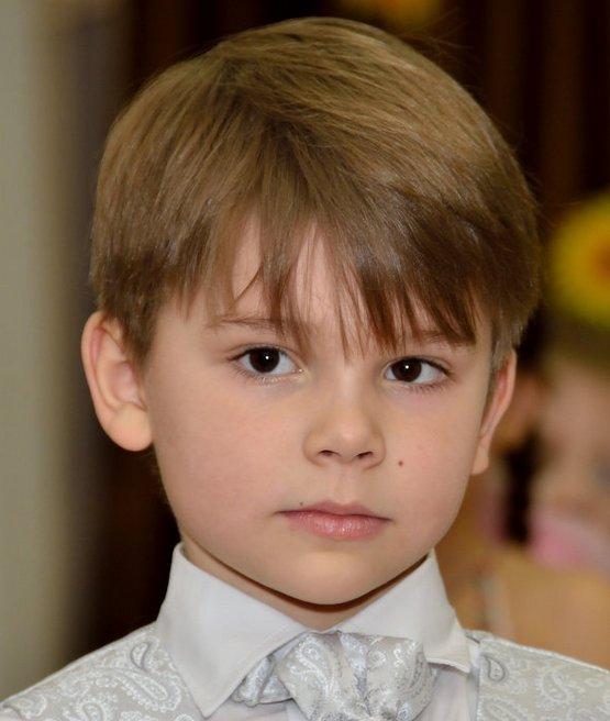 Объемная стрижка мальчику, легкая с челкой 2020