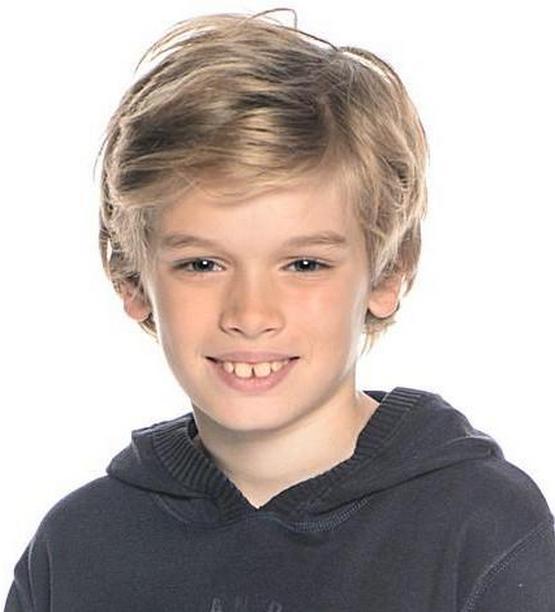 Средняя прическа с косой челкой мальчику 10 лет 2020
