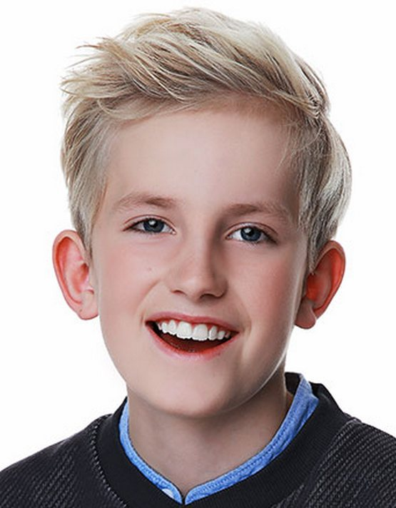 Средняя прическа с открытым лбом мальчику 10 лет 2020