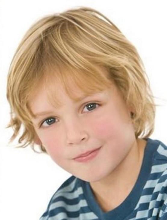 Стрижка мальчику на средние волосы с челкой 2020